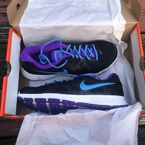 NIB Nike Revolution 2